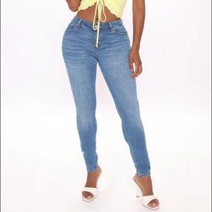 Fashion Nova Mid rise skinny jeans -HP🎉🎉